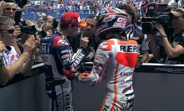 lorenzo not shacking marquez hand