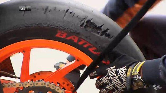 בהונדה RCV213 של מארק מרקז התפורר צמיג ברידג'סטון בפיליפ איילנד